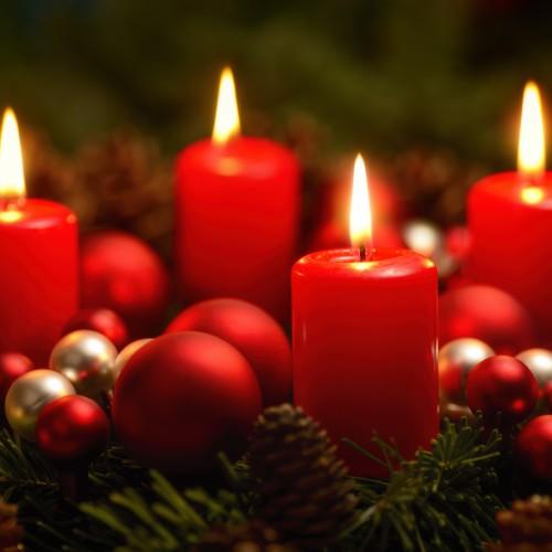 Beispielgalerie, Low-Key Aufnahme von einem Adventkranz mit 4 brennenden Kerzen